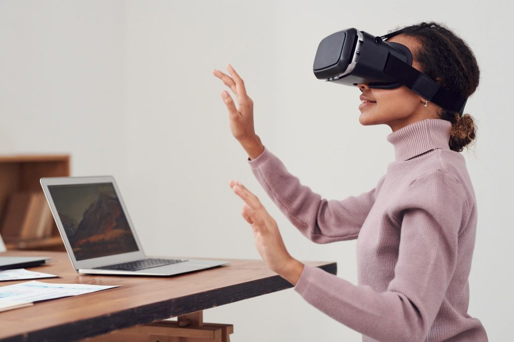VR-virtual-reality-changing-medicine-healthcare-industry-hospitals-doctors-nurses-surgery-learning-technology