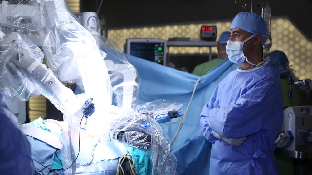 medical-robotics-surgery-robot-doctor-hospital-patient-health-tech-technology-WytCote