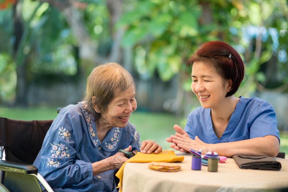 alzheimers-disease-elder-care-senior-health-routine-schedule-dementia