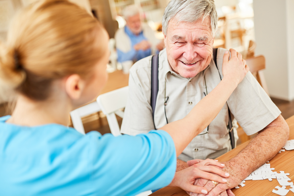 senior-care-assisted-living-community-dementia-resources-help-with-Alzheimer's-disease-technology