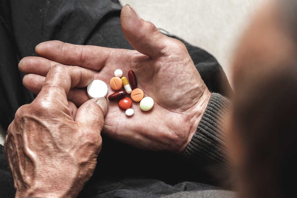 medication-management-senior-living-community-helath-care-prescription-drug-maintenance